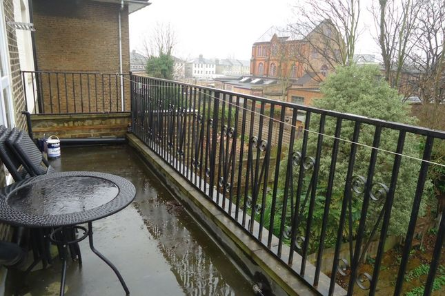 Studio to rent in Tollington Park, Finsbury Park N4