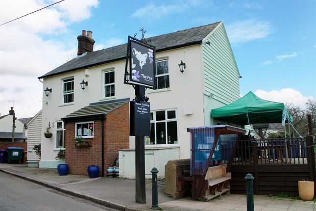 Thumbnail Pub/bar for sale in Hertfordshire - Popular Food-LED Pub LU2, Hertfordshire