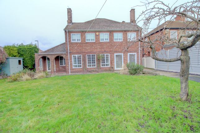 Thumbnail Detached house for sale in Queen Mary Avenue, Cleethorpes