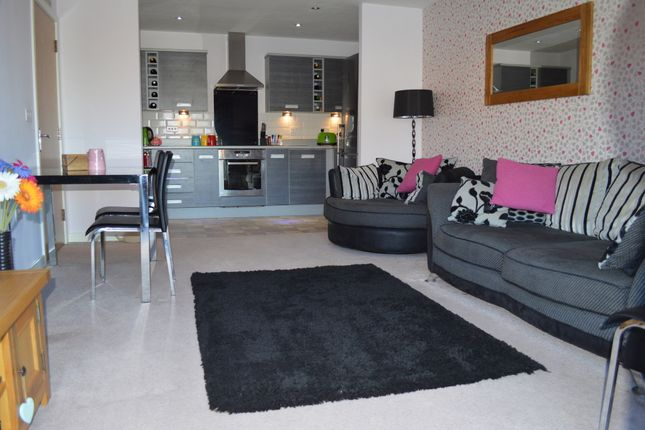 Thumbnail Flat to rent in Bouverie Court, Leeds, West Yorkshire