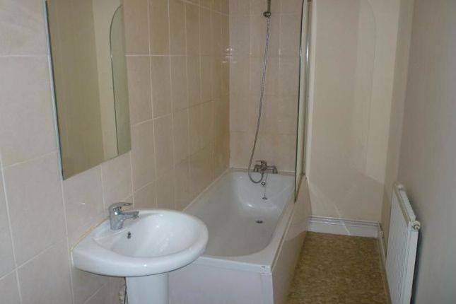Thumbnail Flat to rent in Collinge Street, Shaw, Oldham