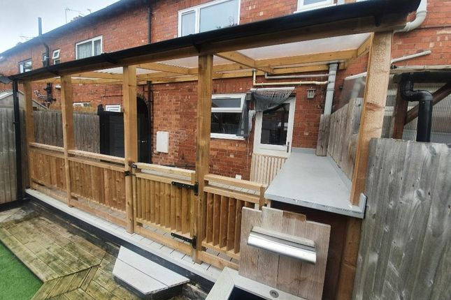 2 bed property to rent in Florence Avenue, Wigston LE18