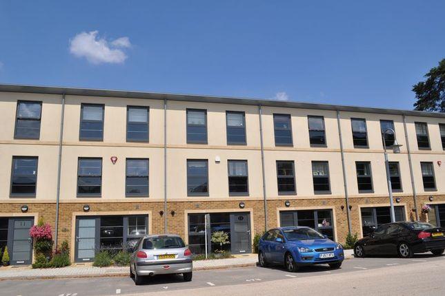 Thumbnail Town house to rent in Lion Road, Farnborough