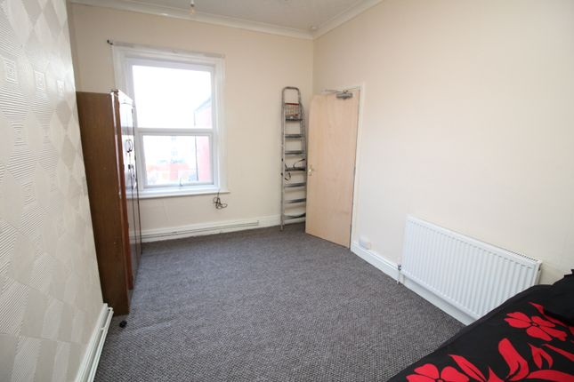 Thumbnail Room to rent in Grosvenor Street, Scunthorpe-Doncaster