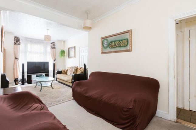 Thumbnail Terraced house for sale in Rosebery Avenue, London