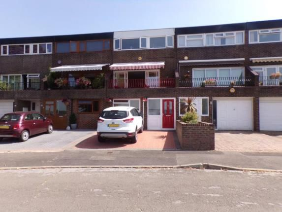 Thumbnail Terraced house for sale in Kingswood Road, Basildon