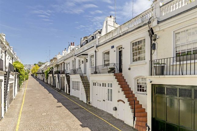 Flat for sale in Holland Park Mews, London