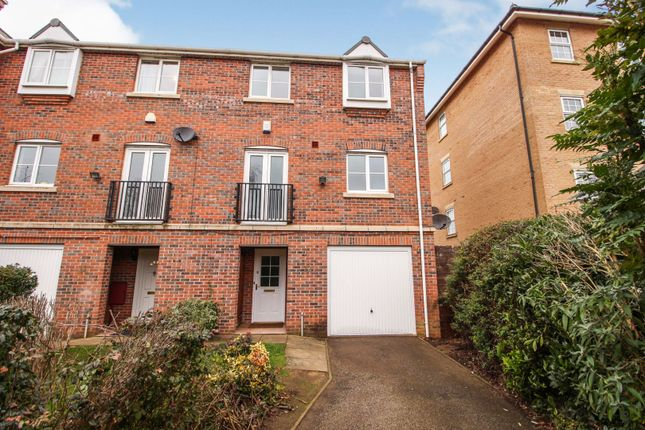 4 bed end terrace house for sale in Smiths Court, Southbridge, Northampton NN4