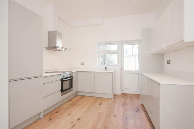 3 bed flat for sale in Median Road, London
