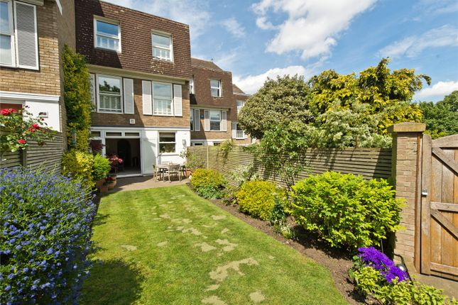 Thumbnail Maisonette for sale in Welford Place, London