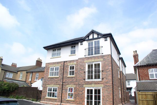 Thumbnail Flat to rent in 28 Albion Street, Tamworth, Staffordshire