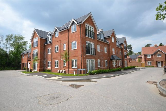 Thumbnail Flat for sale in Brooms Court, Dove Close, Crowthorne