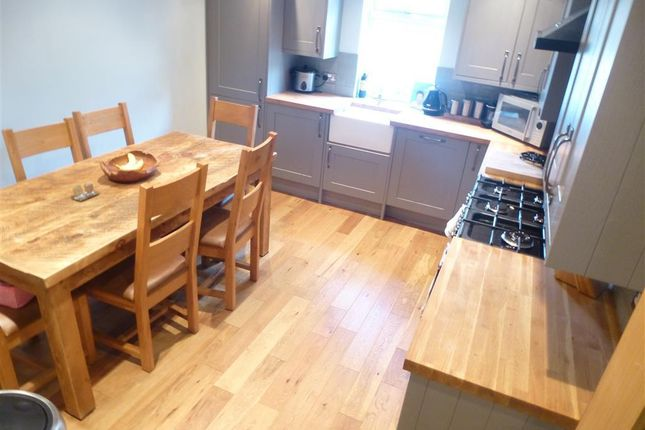 Thumbnail Semi-detached house to rent in Wakefield Road, Denby Dale, Huddersfield
