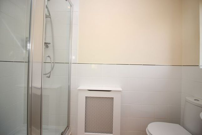 En-Suite of Clubhouse Close, Bamford, Rochdale OL11