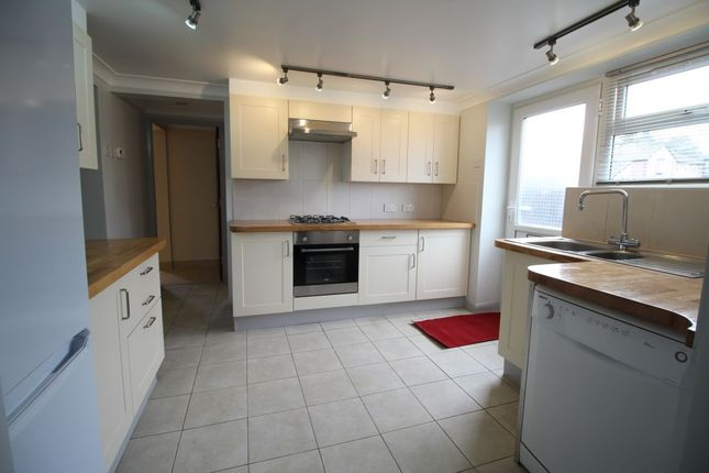 3 bedroom flat to rent in Alresford Road, Winchester