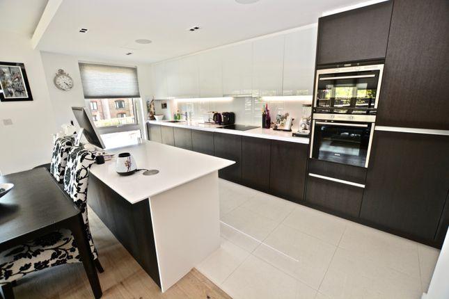 Kitchen of 8 Kew Bridge Road, Brentford TW8