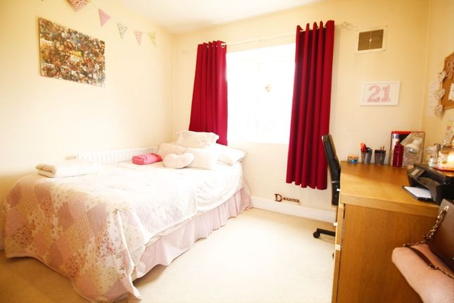 Thumbnail Flat to rent in Restons Crescent, London