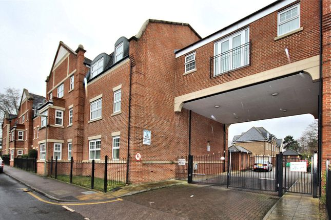 Thumbnail Flat for sale in Kings Road, Woking, Surrey