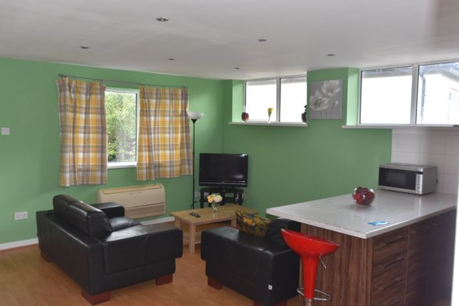 Thumbnail Shared accommodation to rent in Cefn Coed Crescent, Cardiff