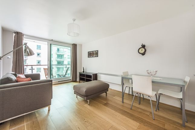 2 bed flat to rent in St. George Wharf, London