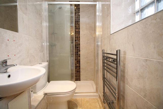 En-Suite of Rom View House, 9 Como Street, Romford RM7