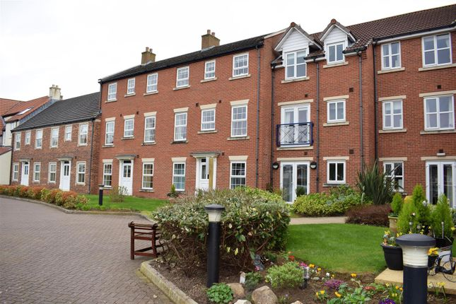 Thumbnail Flat for sale in Ancholme Mews, Bigby St, Brigg