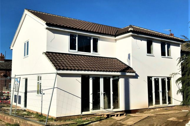 Thumbnail Semi-detached house for sale in Heath View, Suffolk