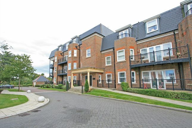 3 bed flat for sale in Marian Gardens, Bromley, Kent BR1