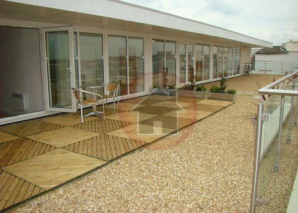 2 bedroom flat to rent in Canute Road, Ocean Village, Southampton
