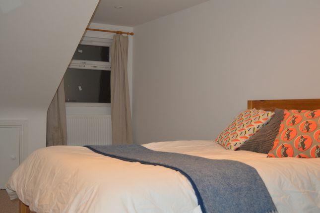 Thumbnail Flat to rent in Plum Lane, London