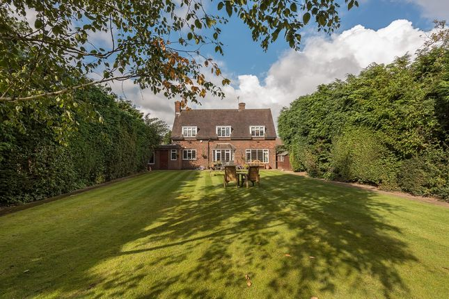 Thumbnail Detached house to rent in Walkwood Rise, Beaconsfield