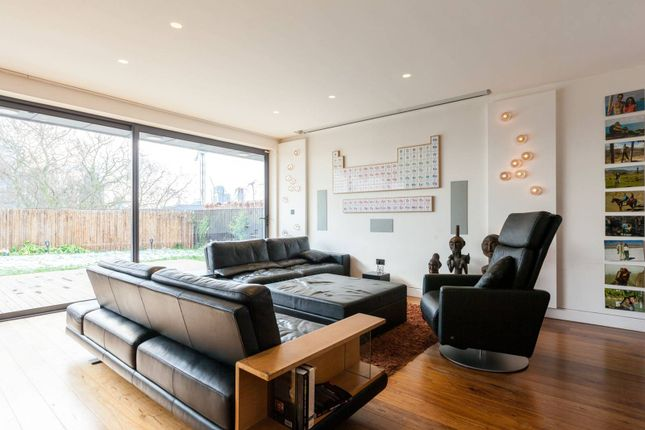 Thumbnail Flat to rent in Hoxton Square, Hackney, London