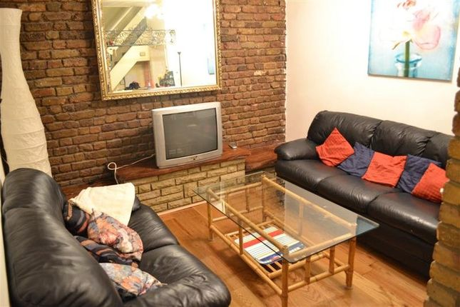 Thumbnail Terraced house to rent in Robinson Road, Colliers Wood, London