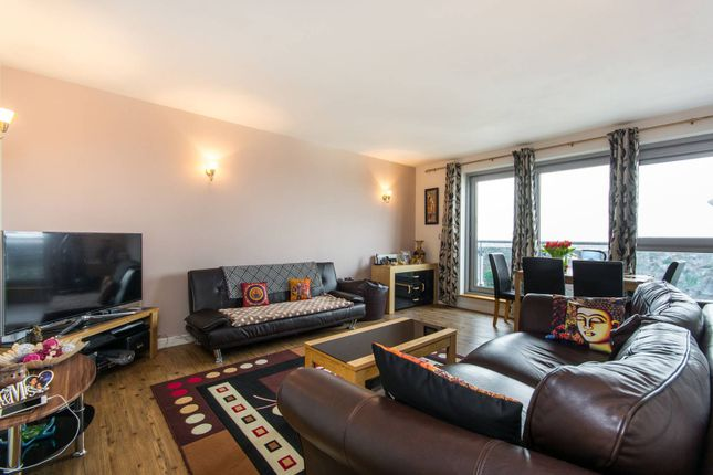 Thumbnail Flat for sale in Throwley Way, Sutton