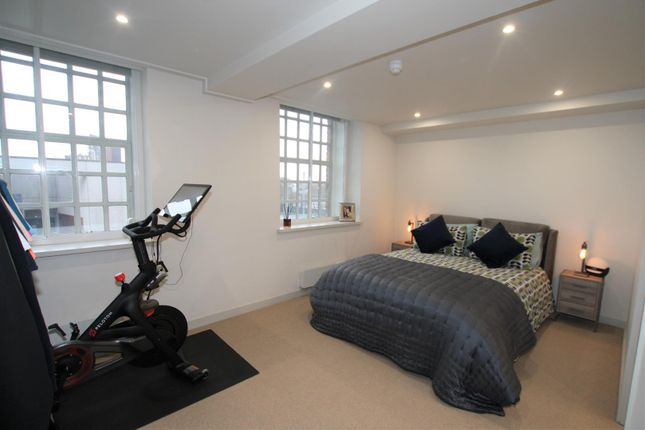 Master Bedroom of Bengal Street, Manchester M4