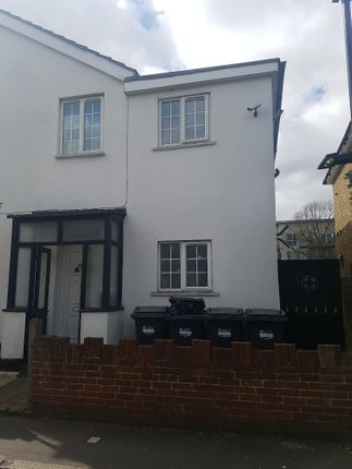 Studio to rent in Cromwell Road, Hounslow