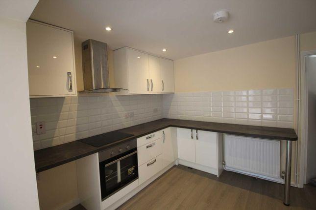 Thumbnail Semi-detached house to rent in Turners Hill, Hemel Hempstead