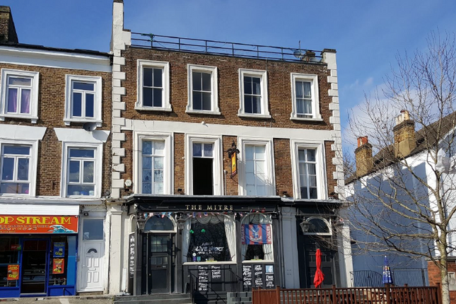 Thumbnail Lodge to rent in Croydon Rd, London