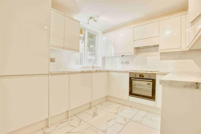 Thumbnail 3 bed flat to rent in Boreham Holt, Elstree, Borehamwood