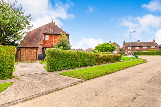 Thumbnail Flat for sale in Alderbrook Close, Crowborough