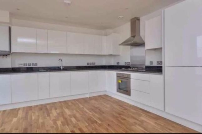Thumbnail Terraced house to rent in Coopers Road, Southwark