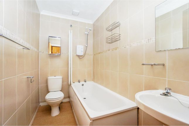 Bathroom of Ashley Terrace, Alloa FK10