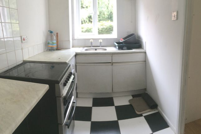 Thumbnail Flat to rent in Burket Close, Norwood Green
