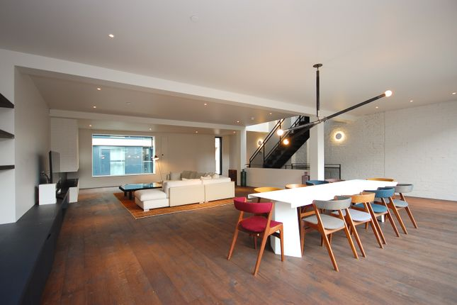 Thumbnail Town house to rent in Pear Tree Street, London