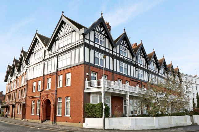 Thumbnail Flat to rent in 12 Royal Mansions, Station Road, Henley-On-Thames, Oxfordshire