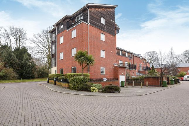 Thumbnail Flat for sale in Athelstan Road, Winchester
