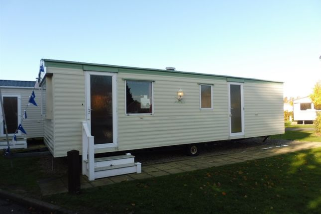 2 bed mobile/park home for sale in Butt Lane, Burgh Castle, Great Yarmouth