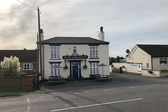 Thumbnail Pub/bar for sale in Scawby Road, Scawby Brook, Brigg