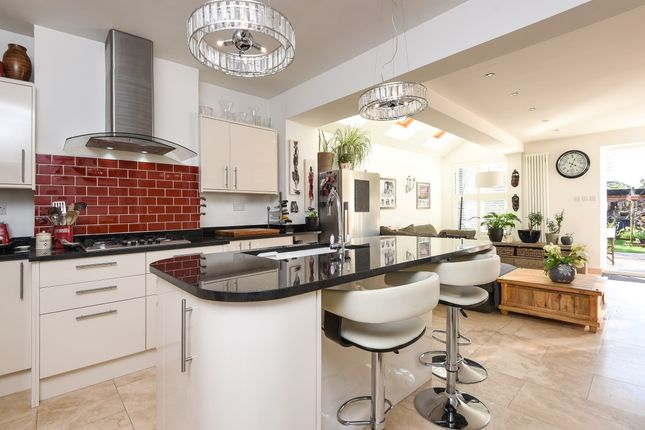 Thumbnail Property to rent in Douglas Road, Tolworth, Surbiton