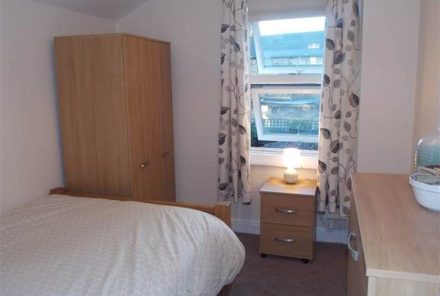 Thumbnail Shared accommodation to rent in Manor House Street, Peterborough